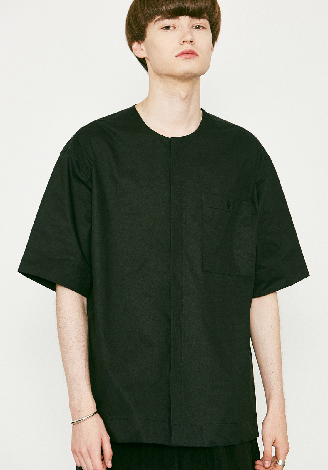 V455 POCKET ROUND HALF-SHIRTS BLACK