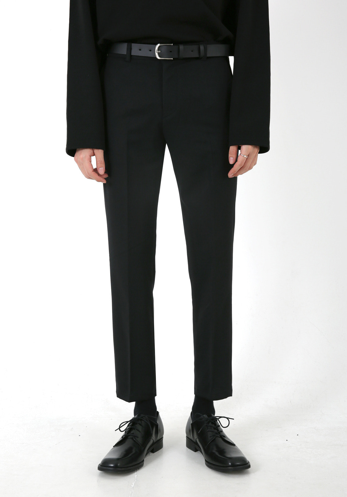 V305 RHODES BANDDING CROP SLACKS  BLACK